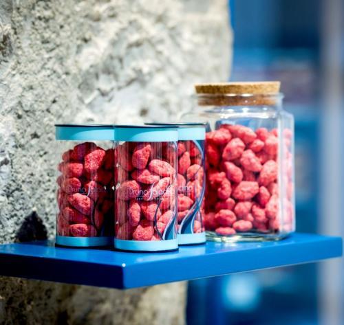 Pralines rouges de Lyon réalisées dans notre laboratoire